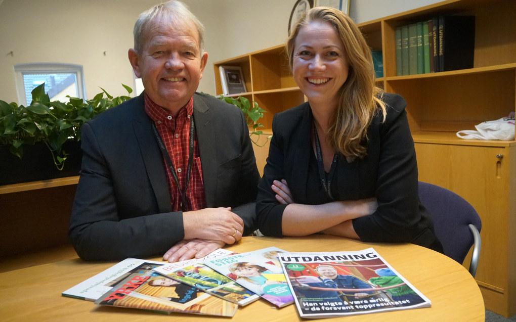 Avtroppende redaktør i Utdanning Knut Hovland er i gang med å sette sin etterfølger, Kaja Mejlbo, inn i den nye jobben. Hun har allerede fått ideer til ting hun ønsker å endre, men først vil hun ta seg tid til å bli kjent med hver enkelt medarbeider. Foto: Marianne Ruud
