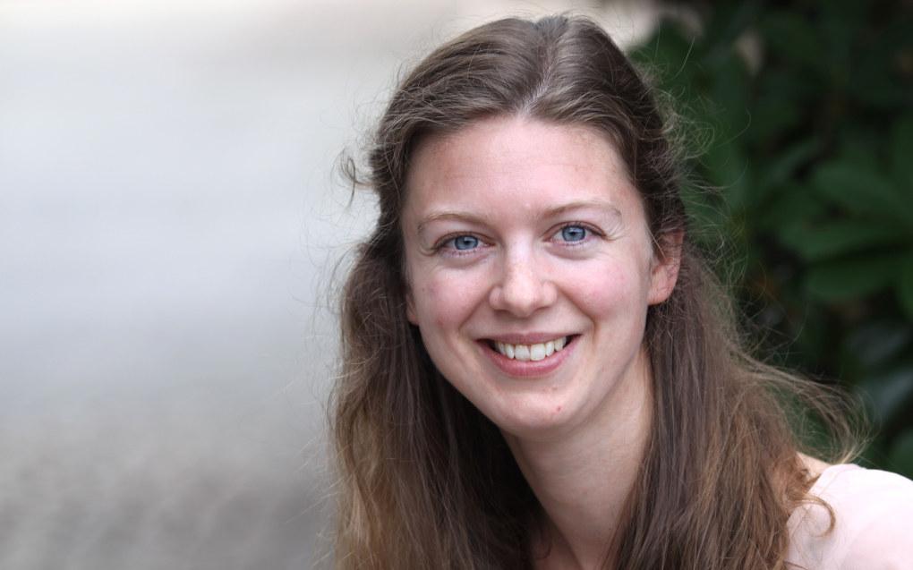 Nora E.H. Mathé er doktorgradsstipendiat i samfunnsfagdidaktikk ved Institutt for lærerutdanning og skoleforskning, Universitetet i Oslo, og forsker på elevers forståelse av og forhold til demokrati, politikk og samfunnsfag. Foto: Tore Brøyn