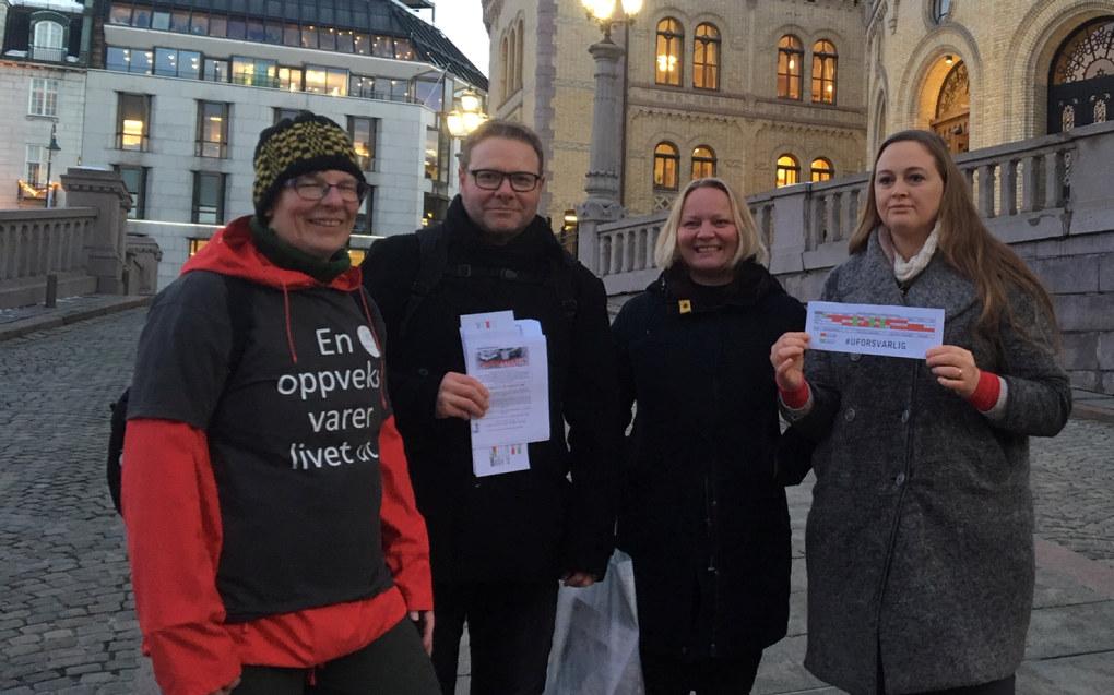 Fra venstre: Inger-Lise Drengsrud Dahl og Royne K. Berget (begge fra Barnehageopprøret), Mona Fagerås (SV) og Christina Grefsrud-Halvorsen (Foreldreopprøret). Foto: Privat