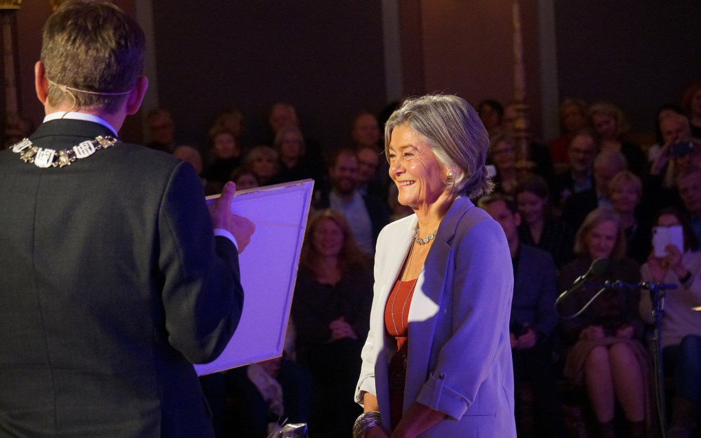 Nora Sveaass ble i går kveld tildelt Universitet i Oslos menneskerettighetspris for sin innsats for flyktninger. Foto: Marianne Ruud