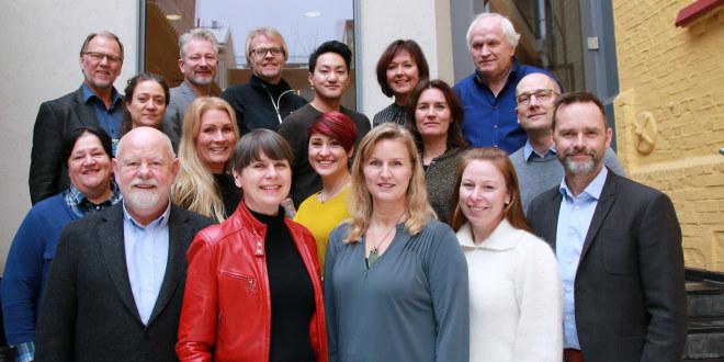 Gruppebilde av 17 personer som sitter i Utdanningsforbundets sentralstyret