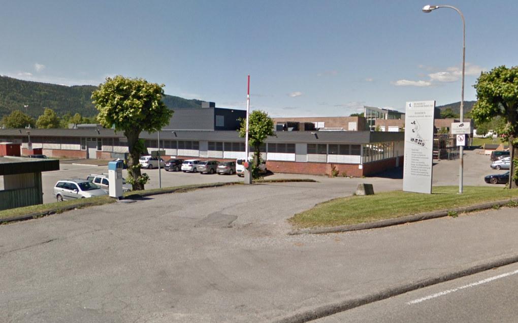 Det var ikke tilstrekkelig grunn for politiets narkotikaaksjon på Åssiden videregående skole i Drammen tidligere denne måneden, mener Elevorganisasjonen. Foto Google Maps