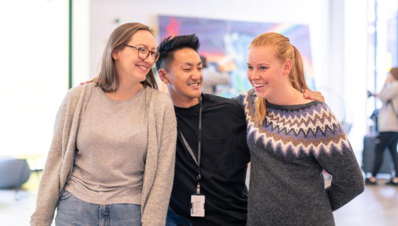 Bilde: Tre tillitsvalgte i Pedagogstudentene har det gøy.