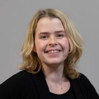 Bilde av Martine Løkholm, seniorrådgiver – politikk og kommunikasjon.