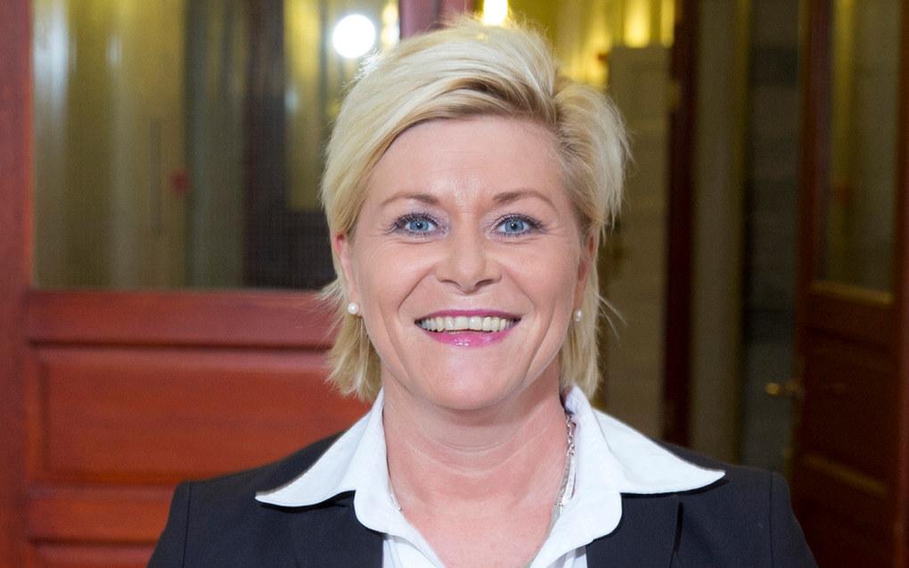 Frp-leder Siv Jensen mener Arbeiderpartiet radikaliseres og sier leder Jonas Gahr Støre snakker usant om private aktører i barnehagesektoren. Foto: Rune Kongsro/regjeringen.no