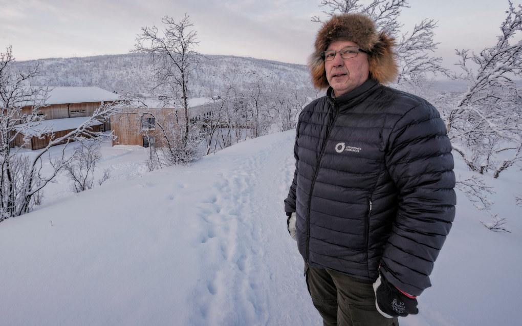 Rektor Henrik Kolstrøm ved Tanabru skole i Finnmark tror løsningen for Finnmark er å satse på lokale krefter. I mellomtiden tas kreative løsninger i bruk. Foto: Alf Ove Hansen