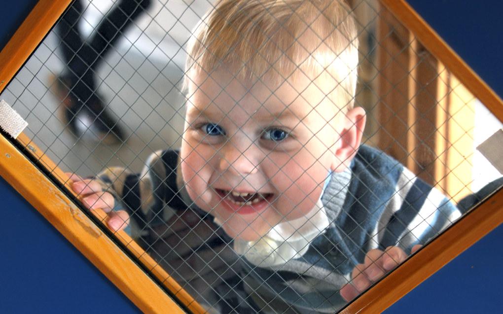 Jesper har trakeostomi og puster gjennom en kanyle i luftrører og følges opp 1:1 i barnehagen fordi det krever ekstra stell og tiltak i forhold til hygiene og smittefare. Foto: Marianne Ottedal-Jensen