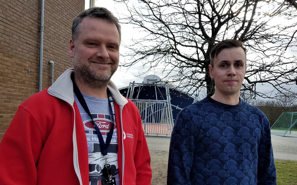 Hovedtillitsvalgt Arvid Tengesdal (til venstre) og lokallagsleder Øystein Lunde er opptatt av å få flere unge medlemmer til å engasjere seg i Utdanningsforbundet. Foto: Sonja Holterman