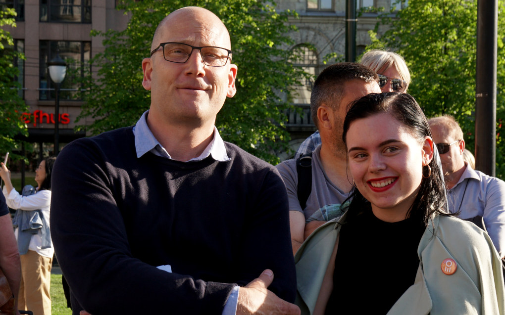 Roste aktivisme. Her demonstrerer Steffen Handal og Agathe Waage til støtte for en bedre ytringskultur i Osloskolen våren 2018. Foto: Marianne Ruud