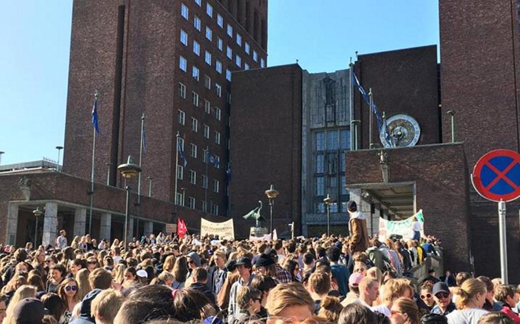 Udir skriver en klimastreik vanligvis ikke vil kunne regnes som politisk arbeid. Bildet er fra elevdemonstrasjonene utenfor rådhuset i Oslo i 2016. Foto: Ena Holterman Ødegaard