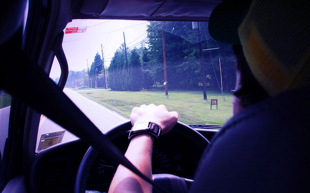 Deler av kjøreopplæringen skal gi gyldig fravær, ønsker regjeringen. De nye unntakene gjelder kun de obligatoriske kjøretimene som er vanskeligst å kombinere med skolehverdagen. Ill.foto: Jamie Harris, Free images