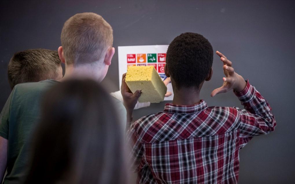 - De nye læreplanene bygger en mur rundt norske elever og det samfunnet som de i fremtiden skal lede, skriver Mette Bjerkaas i FN-sambandet. Illustrasjonsfoto: Tom-Egil Jensen