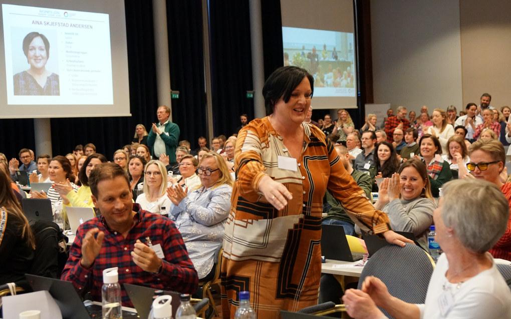 Ledertrioen i Utdanningsforbundet Oslo, Atle Andre Danielsen, Aina Skjefstad Andersen og Therese Thyness Fagerhaug ble gjenvalgt for fire nye år til stående applaus fra delegatene. Foto: Marianne Ruud