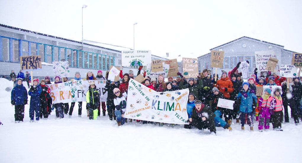 I slutten av mars sa ungdom klart ifra om at klima må tas på alvor da det ble arrangert streiker over hele verden. Her fra Longyearbyen. Foto: Alex Haugerud