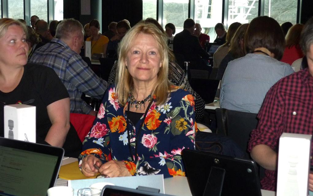 Edith Nybakk fra Værøy er bekymret for distriktene dersom man skal bruke lønn som virkemiddel for å beholde og rekruttere lærere. Foto: Paal Svendsen