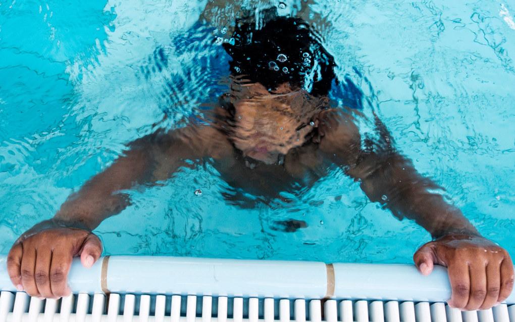 Absolutte ferdighetsmål i svømming vil medføre at mange elever vil stå igjen og oppleve at «jeg er ikke god nok ifølge lærerens/skolens krav», skriver Erlend Ellefsen Vinje. Ill.foto: Erik M. Sundt