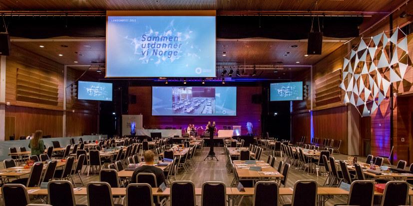Landsmøtesalen på Lillestrøm rigges før landsmøtet i 2015