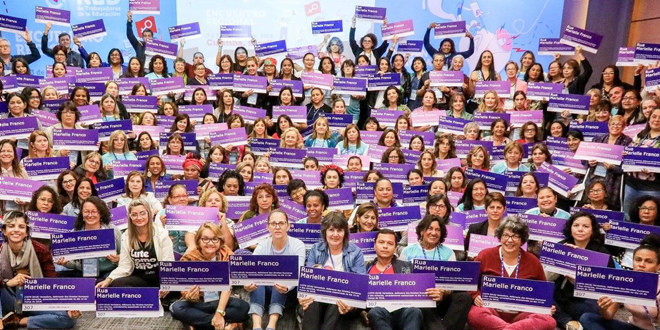 Bildet viser deltagere på et møte i et kvinnenettverk i Latin-Amerika.