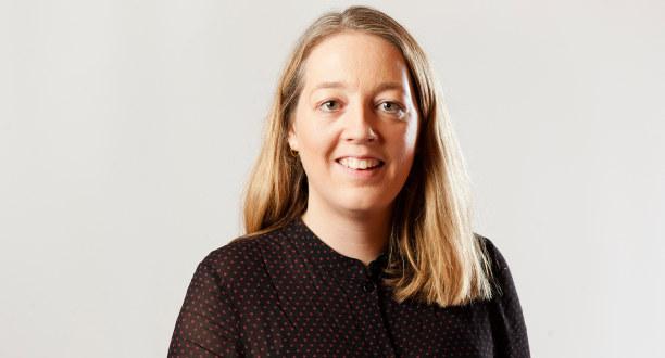 Portrettfoto av smilende sentralstyremedlem Ida Næss Hjetland