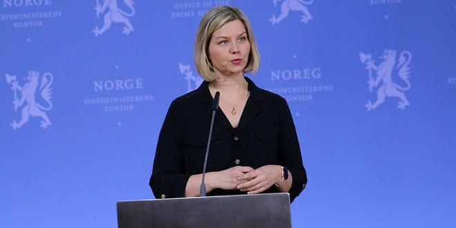 Kunnskapsminister Guri Melby på pressekonferanse