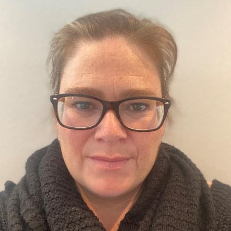 Kvinne med briller