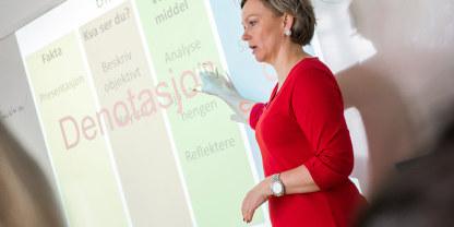 Illustrasjonsbilde av kvinnelig foredragsholder.