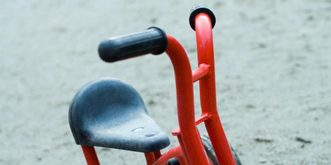 Illustrasjonsfoto av forlatt trehjulssykkel