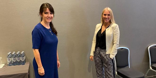 Administrerende direktør i Spekter, Anne-Kari Bratten (venstre), sammen med Unios forhandlingsleder i Spekter, Lill Sverresdatter Larsen.