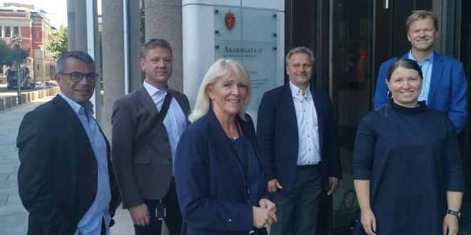 Dette er Unios delegasjon i tariff stat, fra venstre: Atle Gullestad (Unio), Roar Fosse (PF), Jorunn Solgaard (Forskerforbundet), Klemet Rønning-Aaby (Unio), Guro Elisabeth Lind (Forskerforbundet/forhandlingsleder Unio) og Sigve Bolstad (Unio). Foto: Lars Kolltveit.