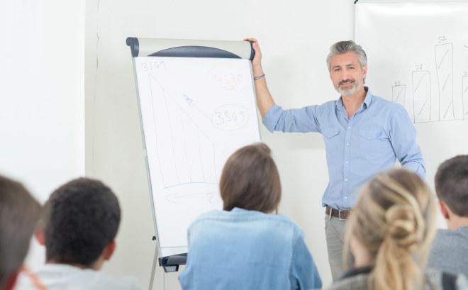 Illustrasjonsfoto av mannlig lærer