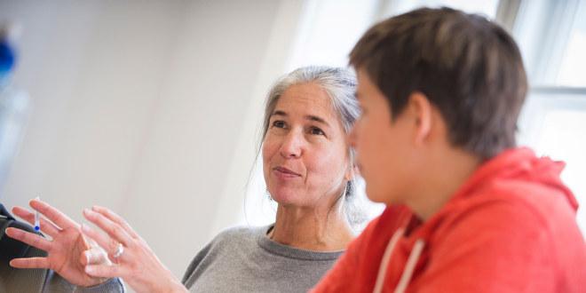 Lærere i samtale, samarbeid, inne