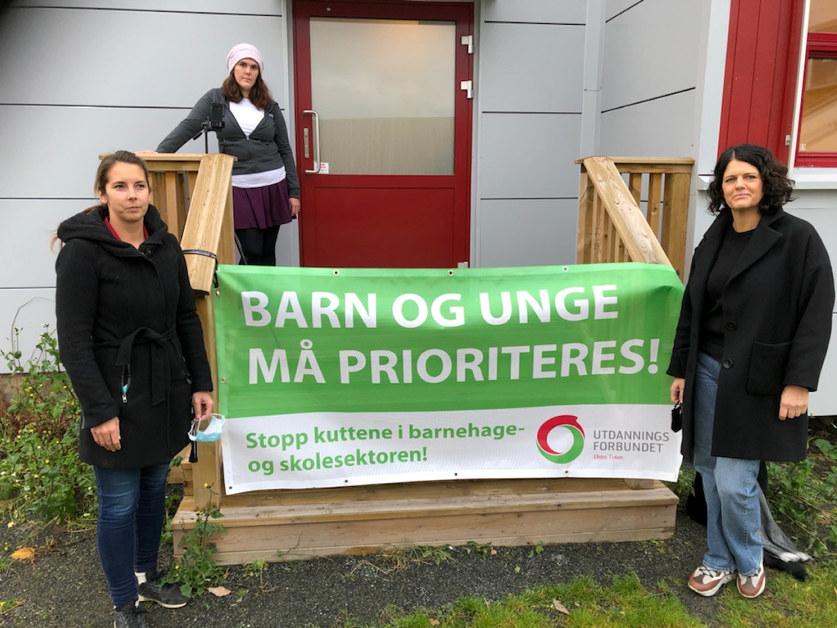 Bilde av Rannveig Theisen og Linn Therese Myhrvold i markering i Østre Toten
