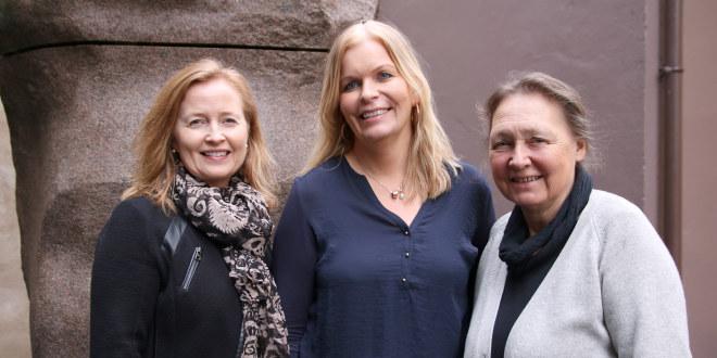 Berit Anne Halkjelsvik, t.v. Sissel Havre og Bente Schei Ystehede fra sekretariatet er noen av de som svarer lederhjelpen.