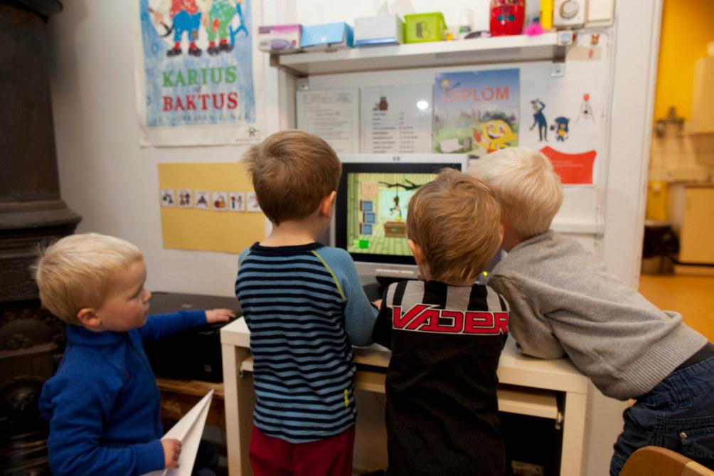 Lille ekeberg barnehage, nov 2010, barn, lek, data, pc, ikt