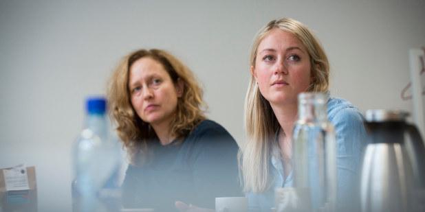 To kvinner i møterom
