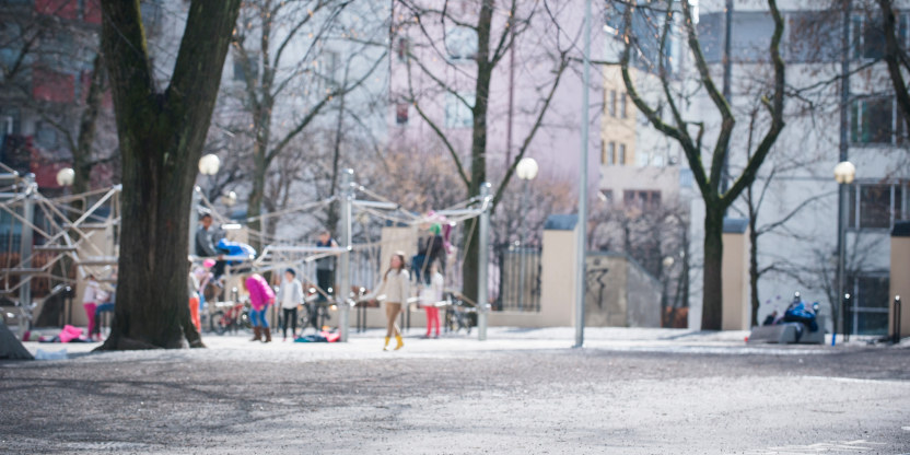 Skolegård, ute, omgivelser