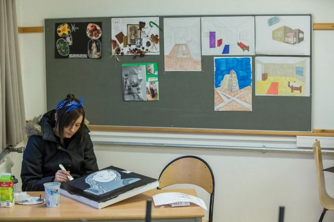 Holtet vgs, 2014, håndarbeid, tekstil, kunst og håndtverk, elev, pc, data, undervisning, klasserom, male, hjelp, veiledning, samtale