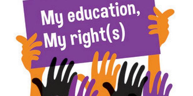 """Illustrasjonsbilde av hender som holder en plakat med """"My education, my rights""""."""