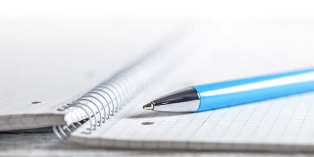 Illustrasjonsfoto av penn og papir.