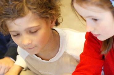 Ruseløkka skole, klasserom, tavle, undervisning, lese, skrive, lærer, elev, konsentrasjon