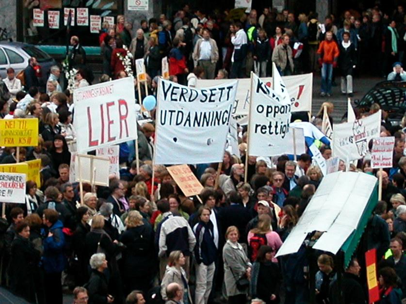 Demonstrasjonstog med plakater
