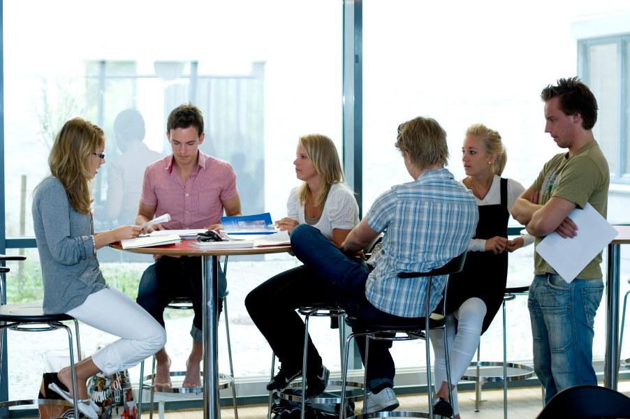 Elvebakken, 2007, undervisning, ungdom, elev, gruppe, gruppearbeid, samarbeid, skrive, prosjekt, kollokvie, samtale