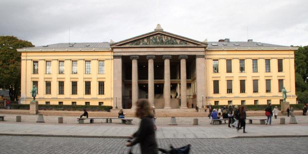 Illustrasjonsbilde foran juridisk fakultet ved Universitetet i Oslo.