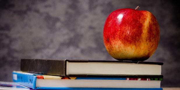 Bøker med et eple på toppen