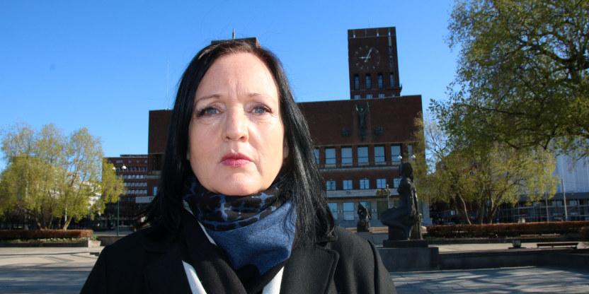 Forhandlingsleder for Unio Oslo Kommune, Aina Skjefstad Andersen, ute foran Oslo rådhus.