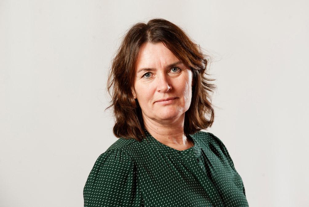 Portrett av  nestleder i Utdanningsforbundet Hege Valås. Hun ser strengt i kamera.