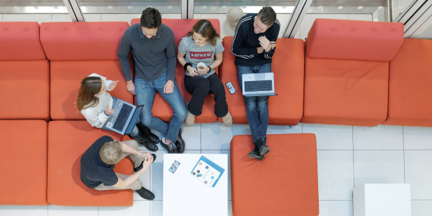 Ullern videregående skole, allmennfaglig / studieforberedende, samarbeid, sittegruppe/ fellesareal med elever, tatt 13.12.17.