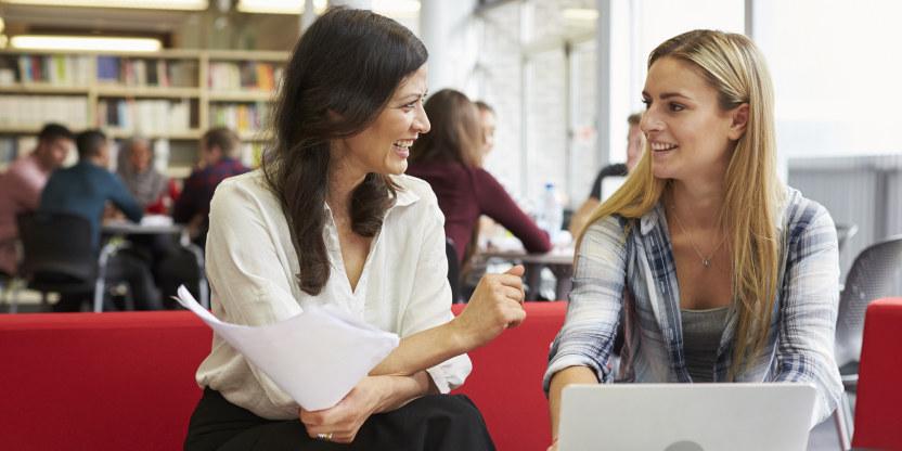 Lærer, kollega, møte, samtale, lærerkollega, tillitsvalgt