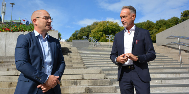 Steffen Handal, leder i Utdanningsforbundet, og Tor Arne Gangsø, forhandlingsleder KS. Ved oppstart av hovedtariffoppgjøret i KS-området 2020.