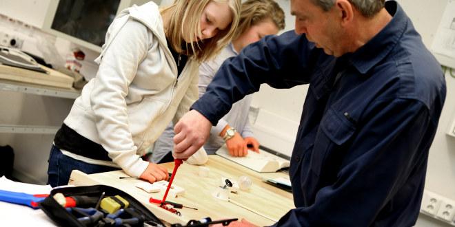 Jessheim vgs, 2011, yrkesfag, teknikk, skru, lærer, elev, ungdom, voksen, veiledning, hjelp, bygg, mekaniker,